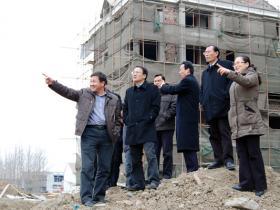 台儿庄:区长王广金到邳庄镇调研新型城镇化建设和抗旱工作