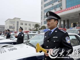 摄影报道:台儿庄29辆警车 装备一线民警