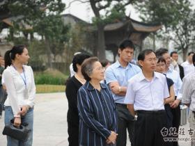 全国人大常委会副委员长何鲁丽参观古城