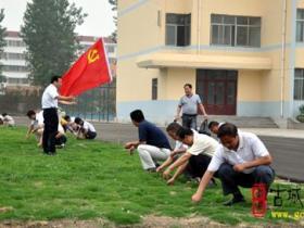 古城台儿庄:枣庄39中组织党员和入党积极分子义务劳动(图)