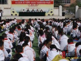 """台儿庄区第二届""""关爱明天 普法先行""""报告团在实验小学作报告(图)"""