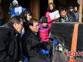 台儿庄古城:区委书记王广金慰问电视剧《台儿庄》剧组演职人员(图)