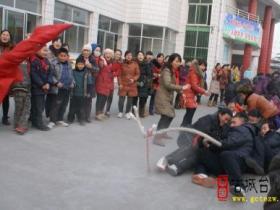 台儿庄区实验小学举行百米赛跑与拔河比赛活动(图)