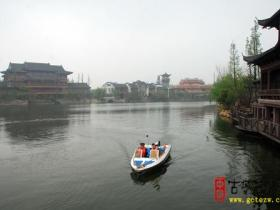 摄影报道:雨后的台儿庄古城特别翠