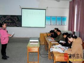 台儿庄运办教委第二届英语模仿秀比赛在西关小学举行(图)