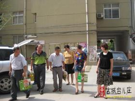 """迎""""七、一""""台儿庄区卫生局党委到林运社区走访老党员(图)"""