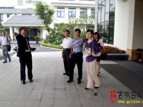 市工商联领导来台儿庄进行餐饮服务业调研(图)