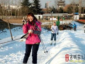 助力贺年会台儿庄古城滑雪场盛大开业(图)