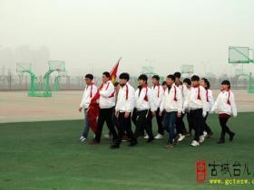 枣庄二中举行新学期首个升旗仪式(图)