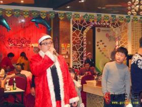 台儿庄大酒店第七届圣诞晚会深受社会各界欢迎(图)