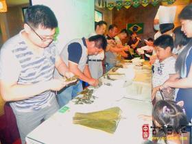 台儿庄大酒店端午节举办包粽子大奖赛(图)