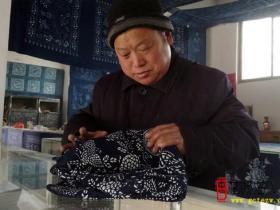 古城台儿庄:蓝印花布非遗传承人李长平自建民俗展示馆传承非遗文化(图)