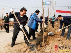 台儿庄区今天组织开展义务植树活动(图)