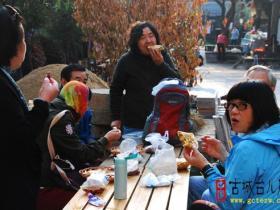 【摄影报道】北京游客爱吃枣庄菜煎饼