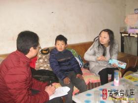 旗杆小学组织教师向留守儿童献爱心活动(图)