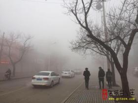 【读图】枣庄今晨遭遇大雾 看看台儿庄雾蒙蒙的天