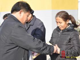 【图文】迎新春 送温暖——三十九中及时发放困难学生救助金