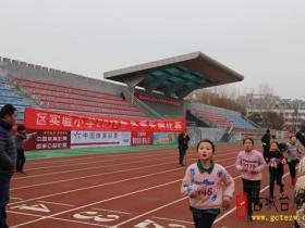 台儿庄区实验小学举行冬季长跑比赛(图)