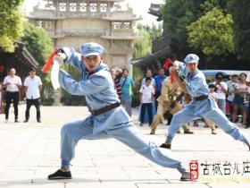 【图文】台儿庄古城:一群人来袭 你们还能认真跳舞吗?