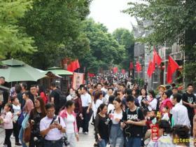 【图文】十月双节三天接待游客20余万人次 台儿庄古城开启八天红色祥和之旅