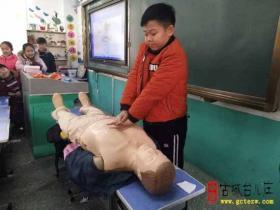 学知识 提技能 保平安 促成长——实验小学东校区开展应急救护培训活动(图)