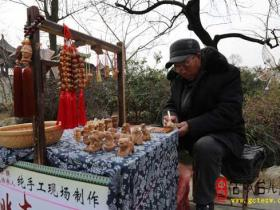 【读图】探寻台儿庄古城里的手工技艺——桃木雕