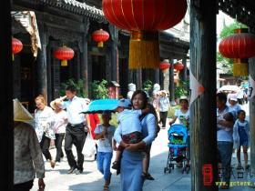 台儿庄端午假日吸引八方游客 接待19.6万人次