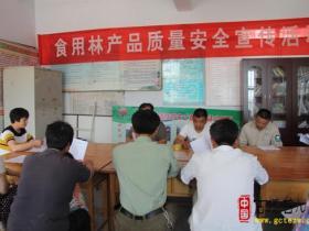 台儿庄区林业局积极开展食用林产品质量安全宣传培训(图)