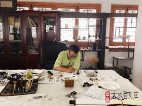 职业画家徐满东今天来古城台儿庄献艺(图)