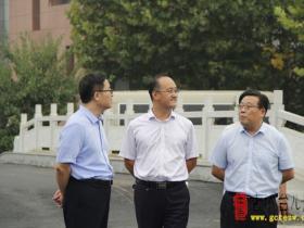 区委副书记、代区长刘涛昨天到枣庄二中调研