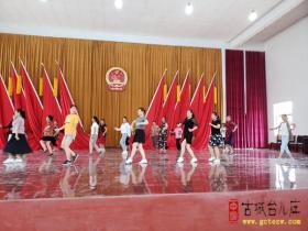 市文化馆专业舞蹈老师来台儿庄培训农村广场舞文艺骨干