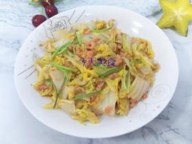 冬天,北方人离不开大白菜,醋溜海米白菜,味道特别鲜,特别酸爽
