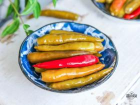 妈妈每年都这样腌酸辣椒,做一次吃一年也不坏,传统的方法就是好