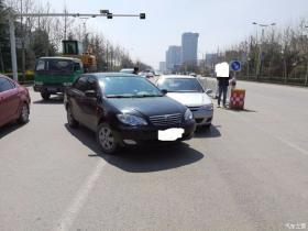 朋友车在外地和当地车发生了碰撞,请大家分析分析责任