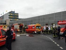法国检方调查袭击军警男子