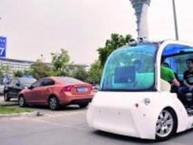 广州白云机场无人驾驶车亮相