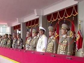 朝鲜金元弘观看阅兵 曾传落马