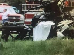 美军训练中的黑鹰直升机坠毁