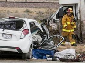 美国得克萨斯车祸致12死3人伤