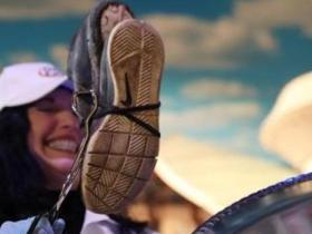 全美臭鞋比赛12岁少年夺冠