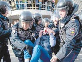 俄多地爆发游行数百人被抓