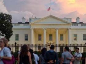 男子驾车闯白宫 称携带炸弹