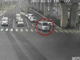 司机无证驾驶拖行交警十几米