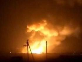 乌克兰一弹药库起火爆炸
