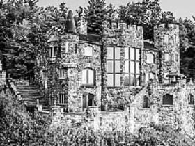 男子数十年为儿子建城堡.图
