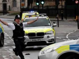 英国警方突袭伯明翰