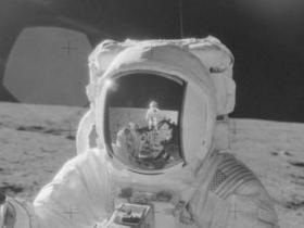 科学家:躲月球隧道避太阳辐射