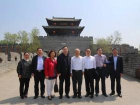 中国国民党前代理主席林政则参观考察台儿庄古城