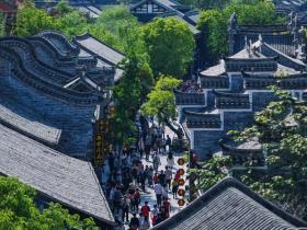 CCTV-13东方时空报道:五一景区哪热闹?山东台儿庄古城文化荟萃,让游客感受浓浓的地方文化氛围