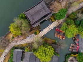 雨后台儿庄古城竟然这么美,春色撩人似一幅画!